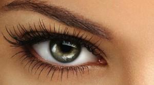 La mayoría de los medicamentos tienen efectos secundarios, entre ellos se incluyen los medicamentos oculares.